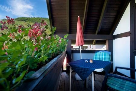 Geräumiger Balkon im Dachgiebel